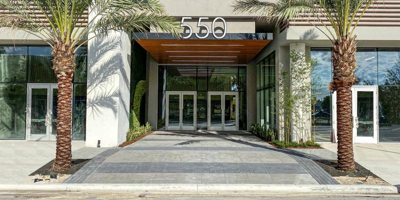 550 Building-Entrance 800x400