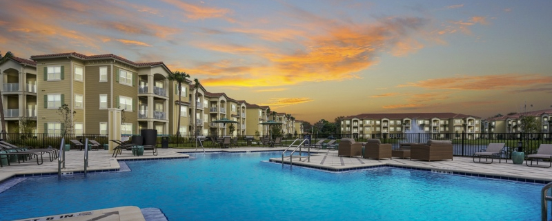 The Parc At Gatlin Commons-Pool 800x400